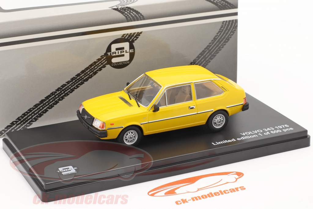 Volvo 343 år 1976 gul 1:43 Triple9