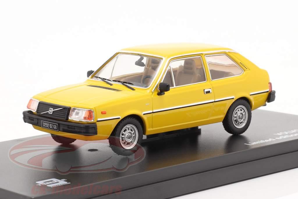 Volvo 343 jaar 1976 geel 1:43 Triple9