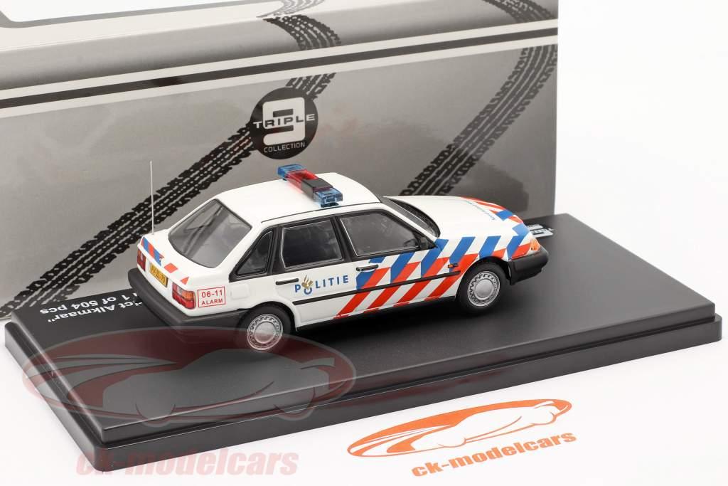 Volvo 440 Rijkspolitie Alkmaar jaar 1992 wit 1:43 Triple9