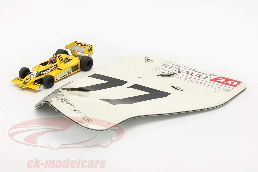 original L'aile arrière Plaque d'extrémité #77 formule Renault 2.0 / ca. 36 x 47 cm