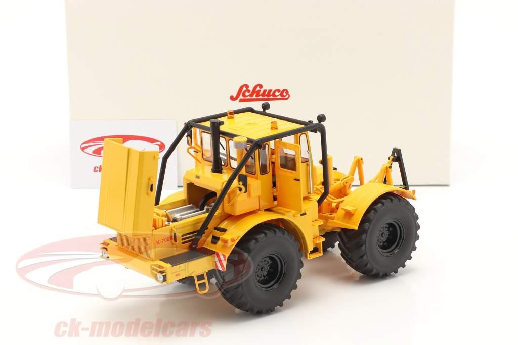 Kirovets K-700 A tractor Bouwjaar 1962-75 geel 1:32 Schuco