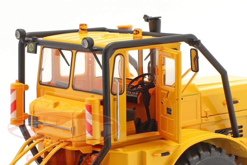 Kirovets K-700 A トラクター 建設年 1962-75 黄 1:32 Schuco