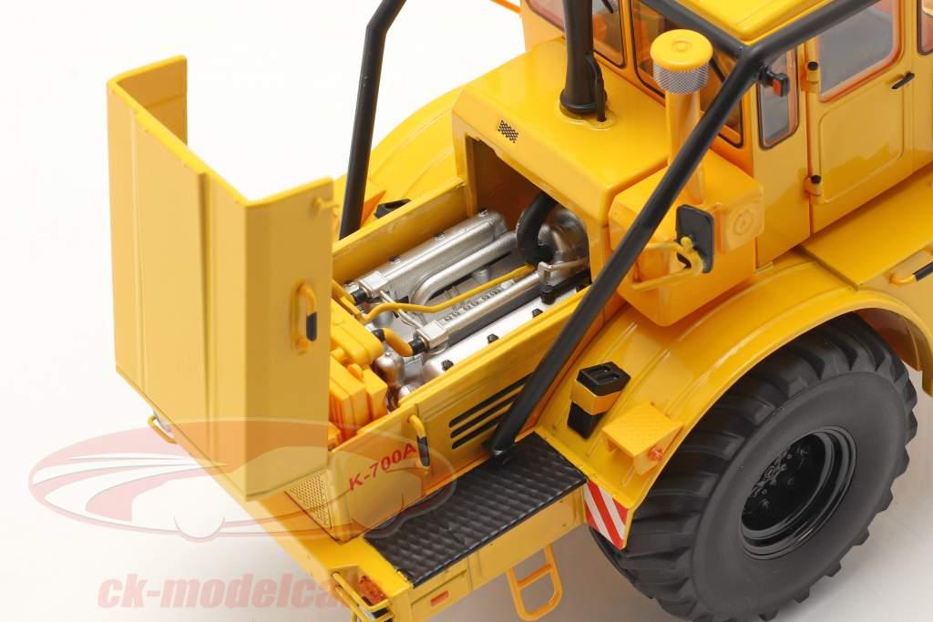 Kirovets K-700 A traktor Byggeår 1962-75 gul 1:32 Schuco