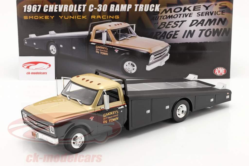 Chevrolet C-30 Ramp Truck 1967 Smokey Yunick 1:18 GMP