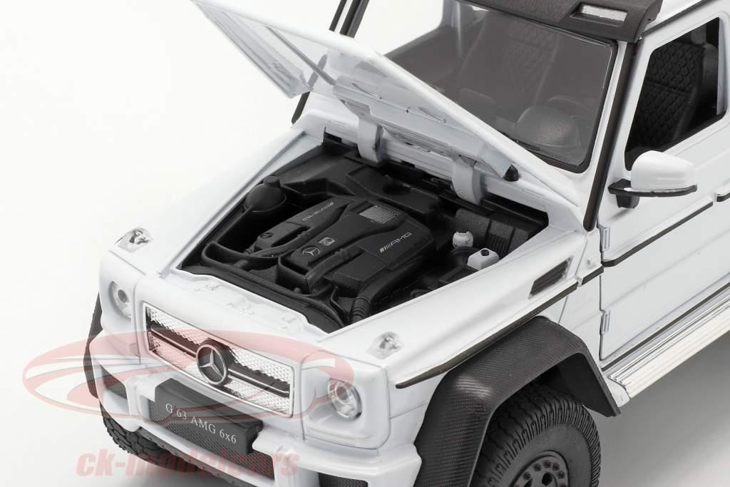 Mercedes-Benz G 63 AMG 6x6 año 2015 blanco 1:24 Welly
