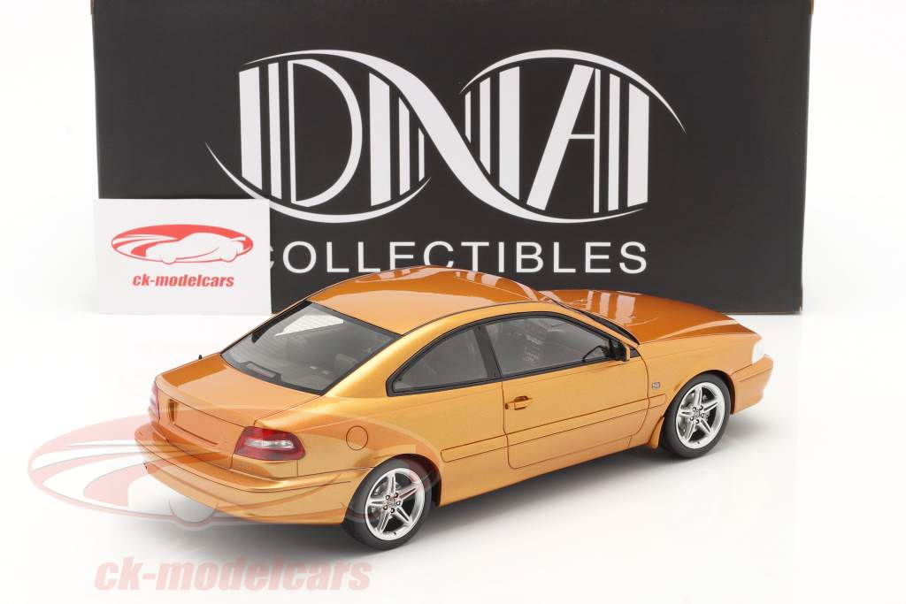 Volvo C70 Coupe 1998 Película The Saint (1997) perla de azafrán 1:18 DNA Collectibles