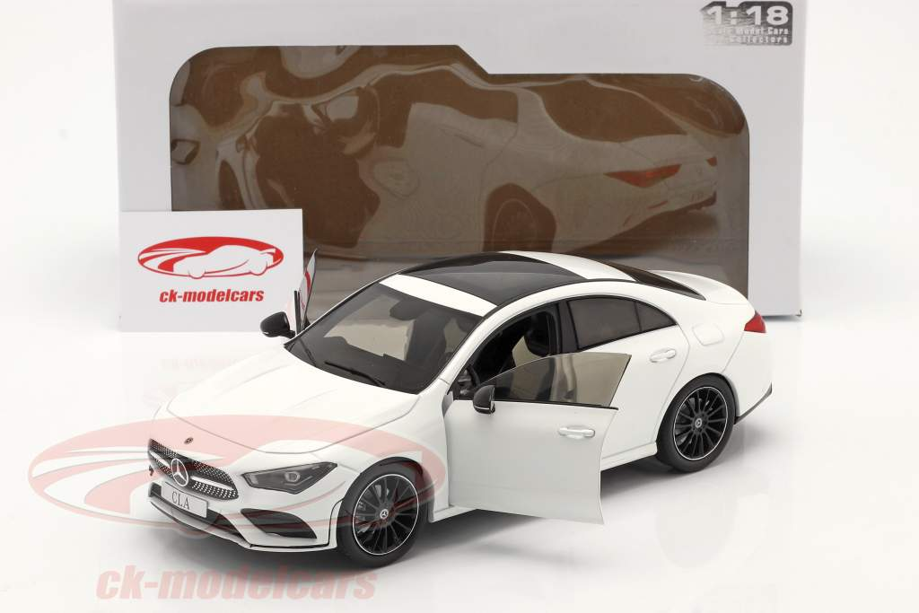 Mercedes-Benz CLA Coupe (C118) Anno di costruzione 2019 bianca 1:18 Solido