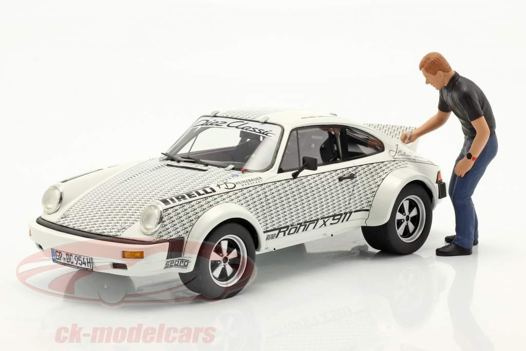 Porsche 911 Walter Röhrl x911 Med figur hvid / sort 1:18 Schuco