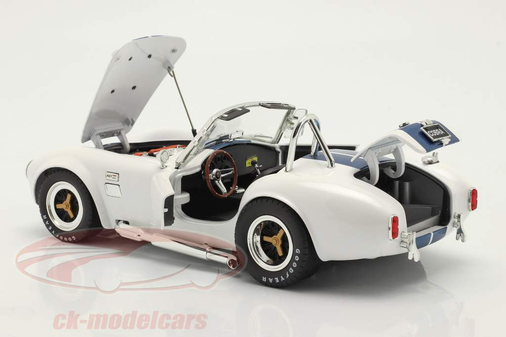 Shelby Cobra 427 S/C bouwjaar 1965 Wit / blauw 1:18 ShelbyCollectibles