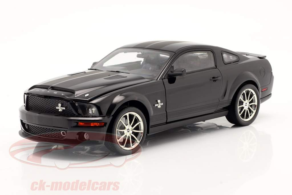 Shelby GT 500KR år 2008 sort 1:18 Shelby Collectibles