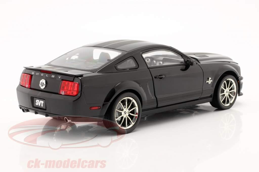 Shelby GT 500KR Baujahr 2008 schwarz 1:18 Shelby Collectibles