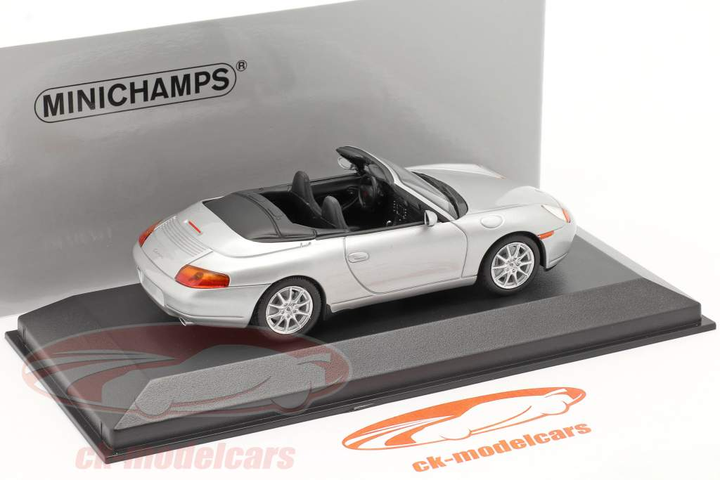 Porsche 911 (996) Cabriolet jaar 1998 zilver 1:43 Minichamps