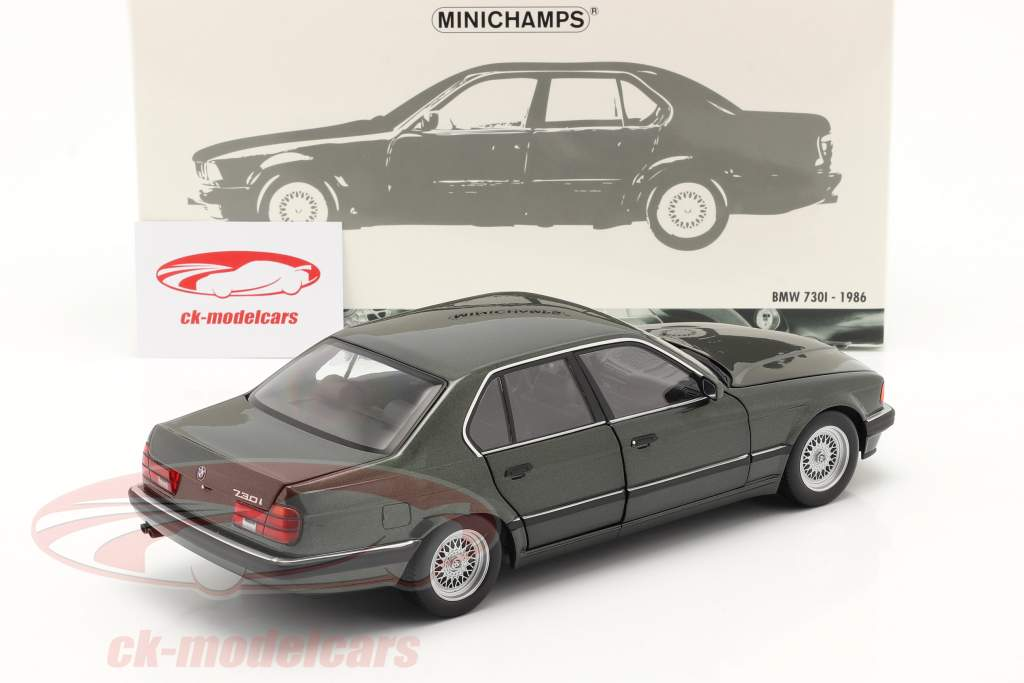 BMW 730i (E32) Año de construcción 1986 verde oscuro metálico 1:18 Minichamps