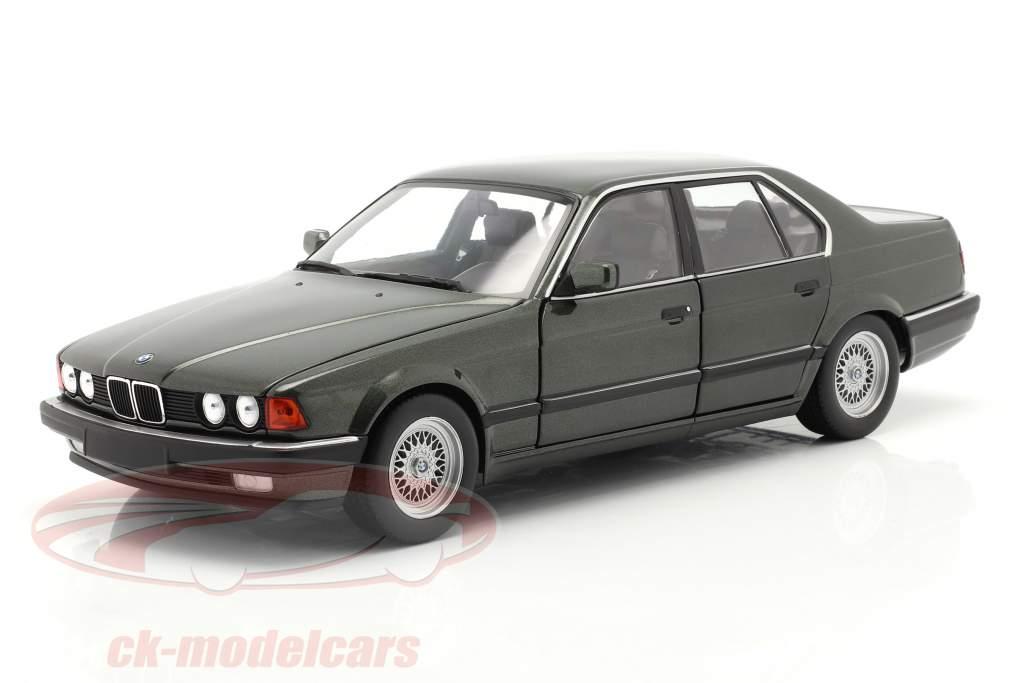 BMW 730i (E32) bouwjaar 1986 donkergroen metalen 1:18 Minichamps