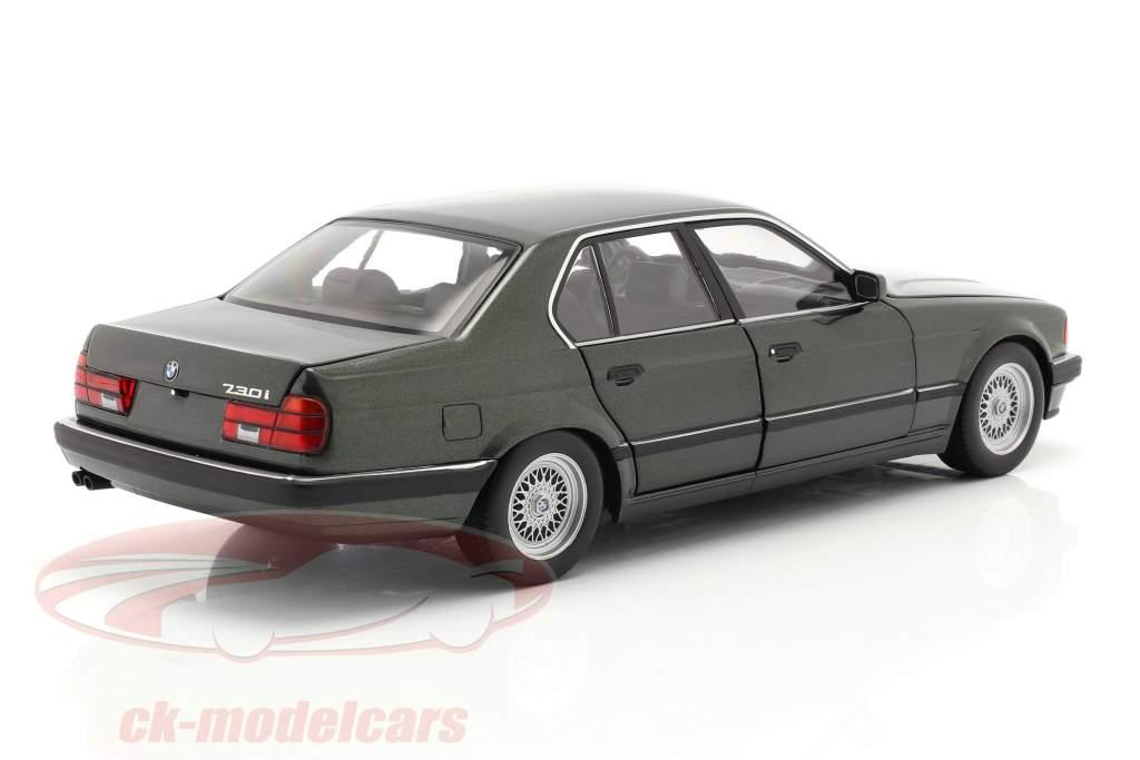 BMW 730i (E32) Anno di costruzione 1986 verde scuro metallico 1:18 Minichamps