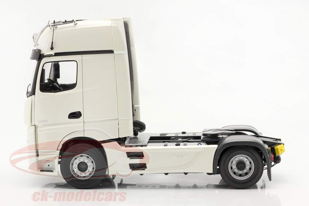 Mercedes-Benz Actros Gigaspace 4x2 Vrachtauto Facelift 2018 Wit 1:18 NZG