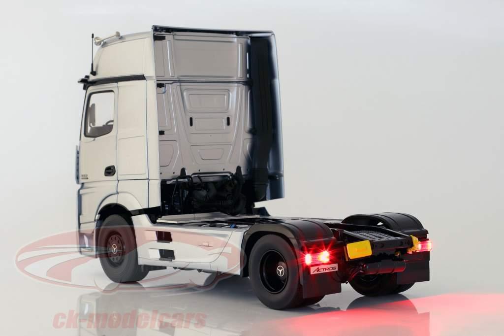 Mercedes-Benz Actros Gigaspace 4x2 SZM Edizione 1 bisarca argento 1:18 NZG