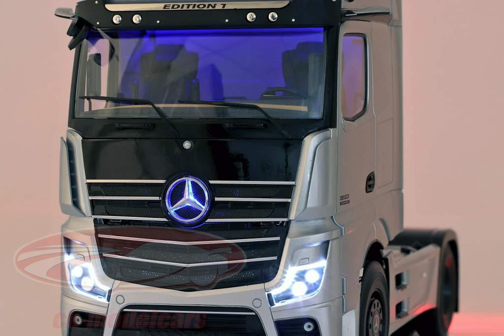Mercedes-Benz Actros Gigaspace 4x2 SZM Udgave 1 Biltransportør sølv 1:18 NZG