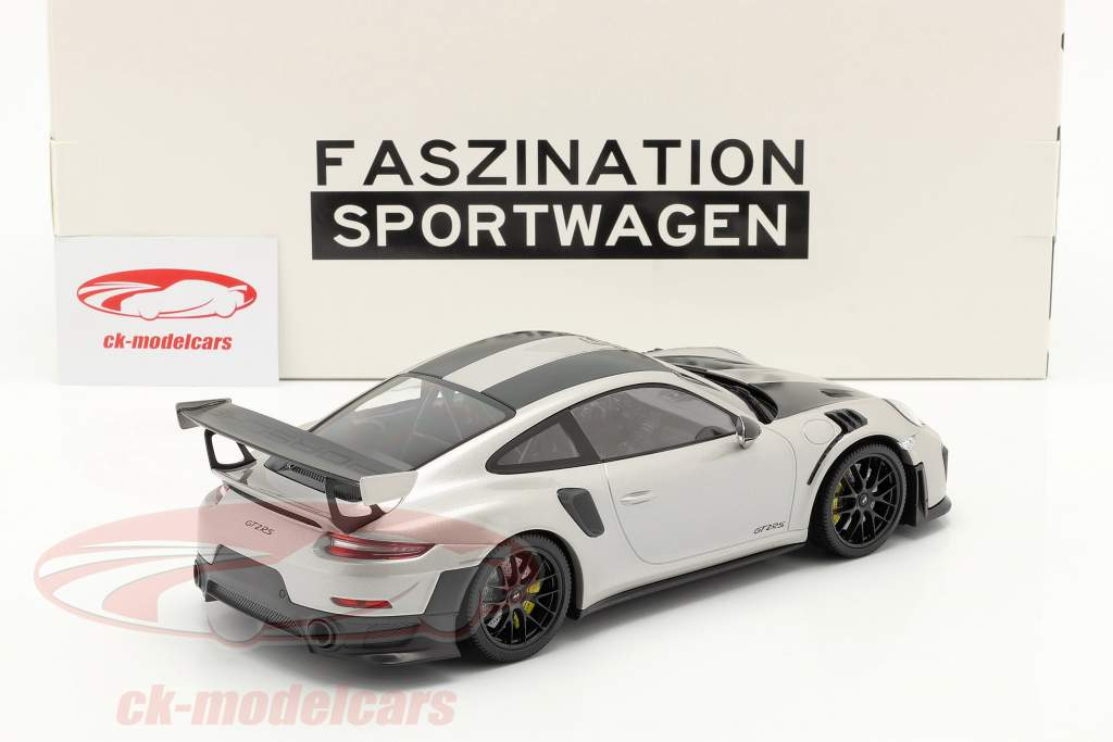 Porsche 911 (991 II) GT2 RS Weissach Package 2018 銀 / 黒 リム 1:18 Minichamps