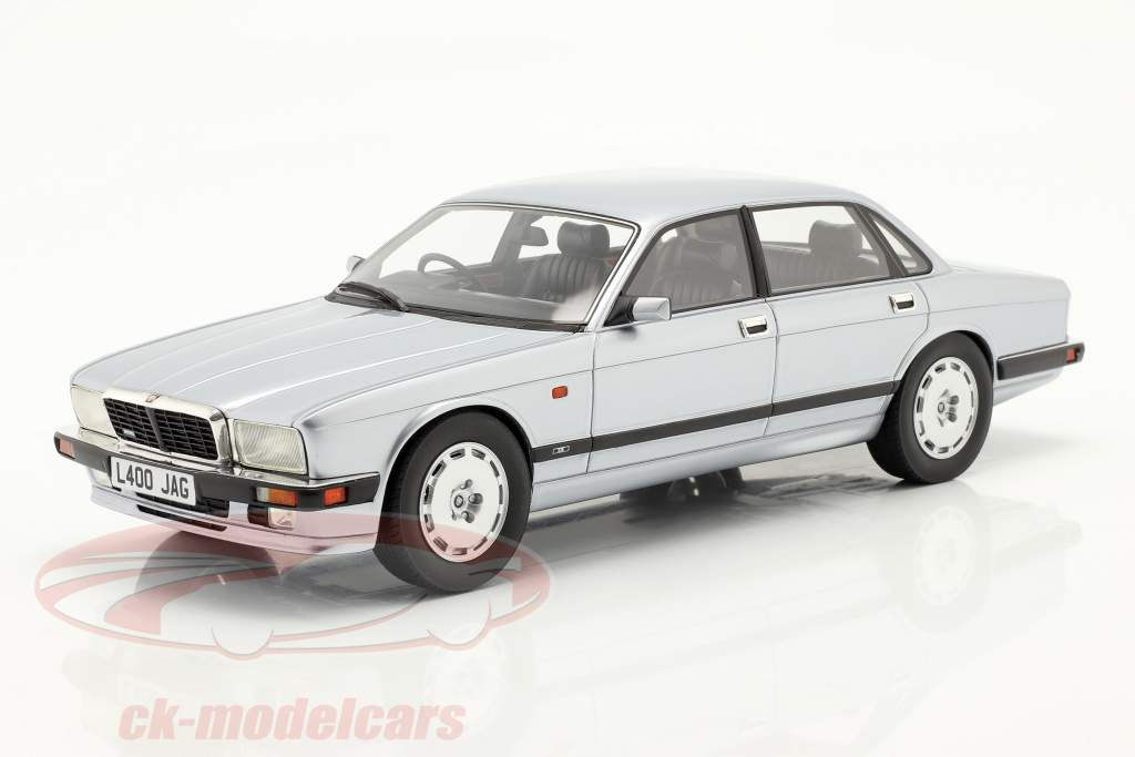 Jaguar XJR XJ40 Baujahr 1990 frostsilber 1:18 Cult Scale