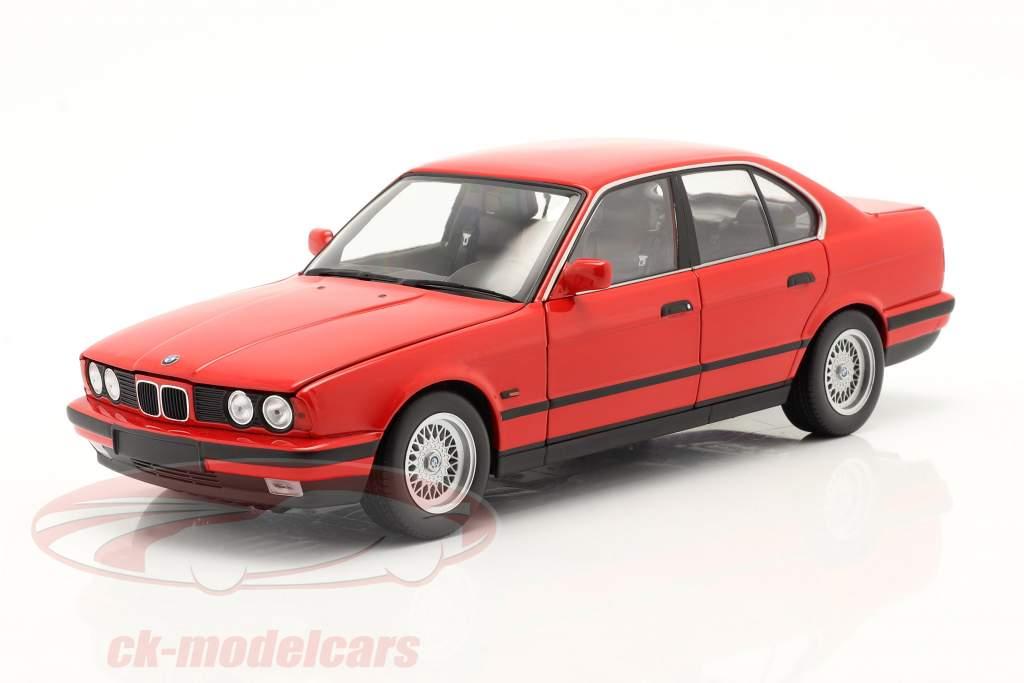 BMW 535i (E34) bouwjaar 1988 rood 1:18 Minichamps