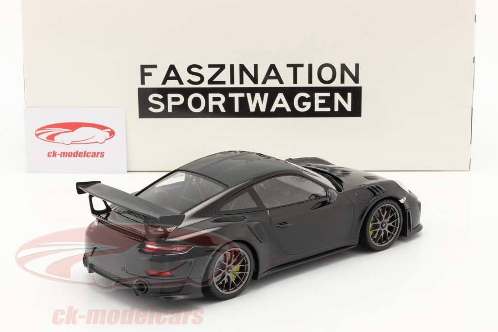 Porsche 911 (991 II) GT2 RS Weissach Package 2018 sort / sølv fælge 1:18 Minichamps