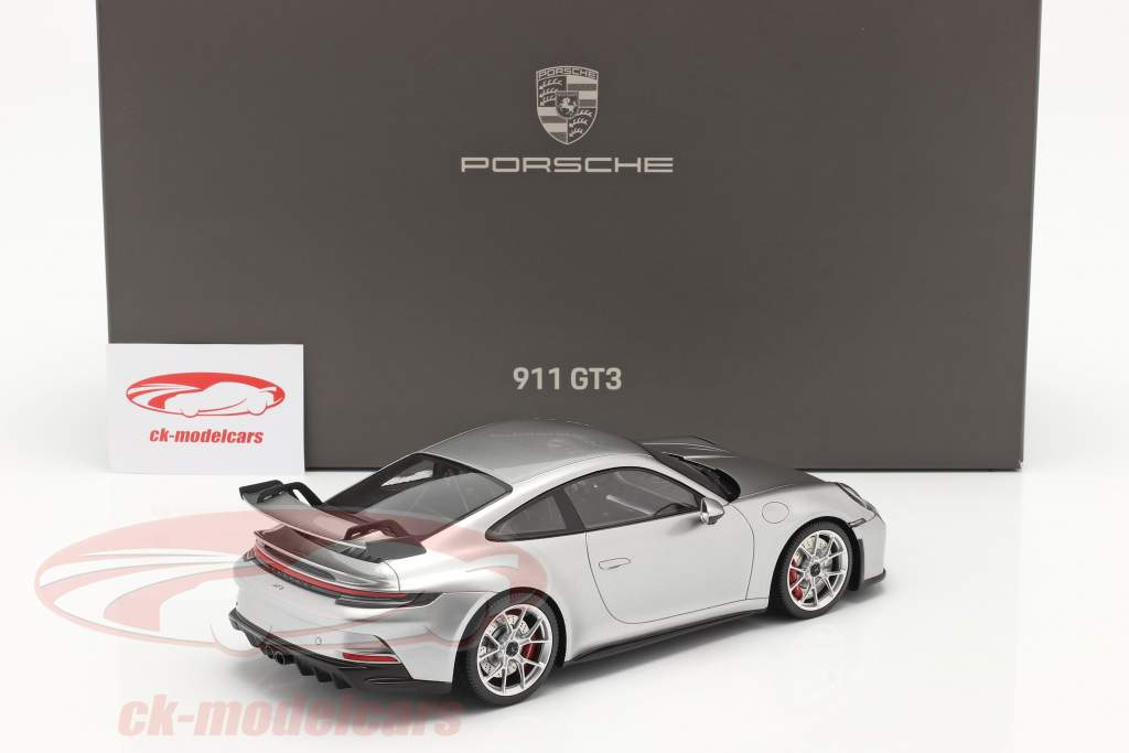 Porsche 911 (992) GT3 2021 GT plata metálico con Escaparate 1:18 Minichamps