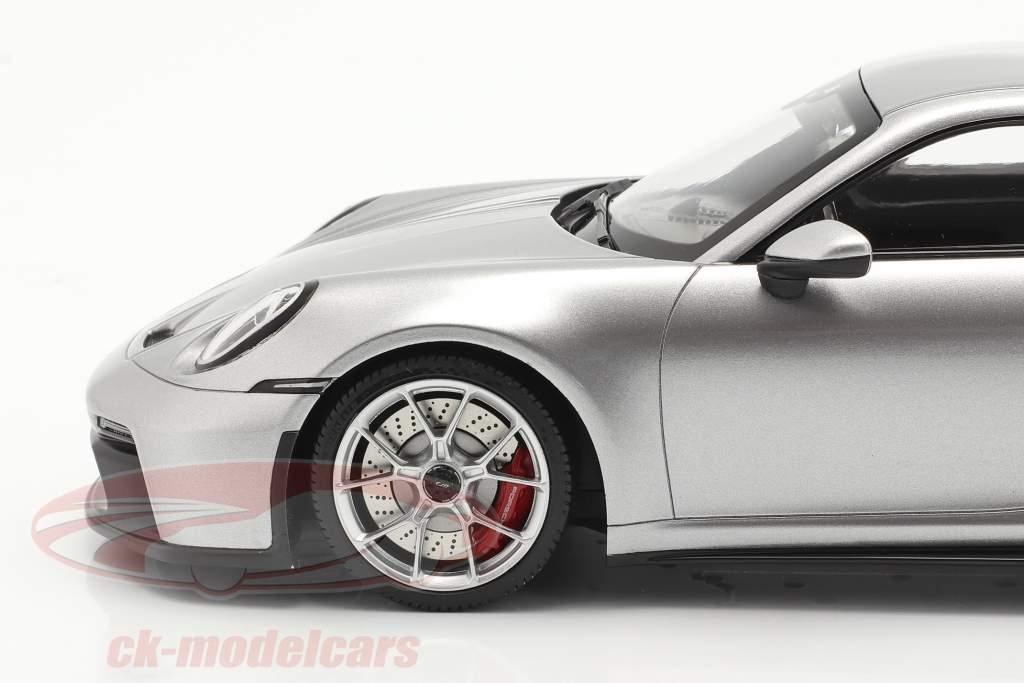 Porsche 911 (992) GT3 2021 GT argento metallico insieme a vetrina 1:18 Minichamps