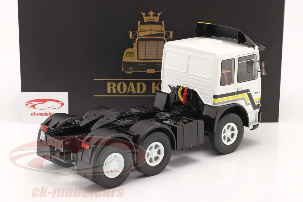 M.A.N. F8 22.361 Tracteur Année de construction 1978 blanche / le noir 1:18 Road Kings