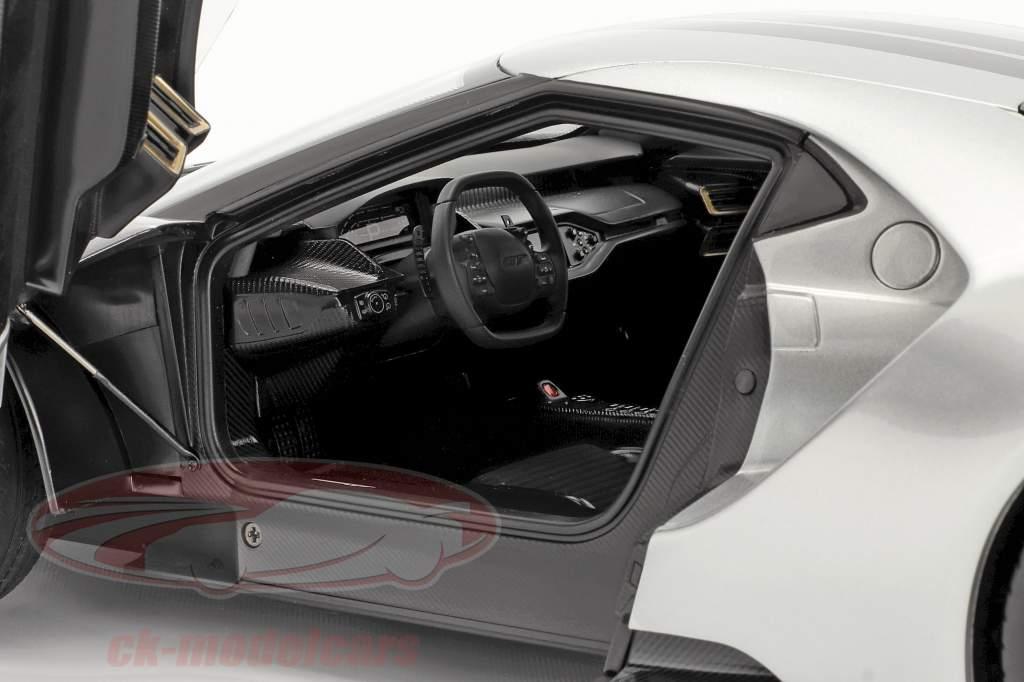 Ford GT year 2017 silver / black 1:12 AUTOart