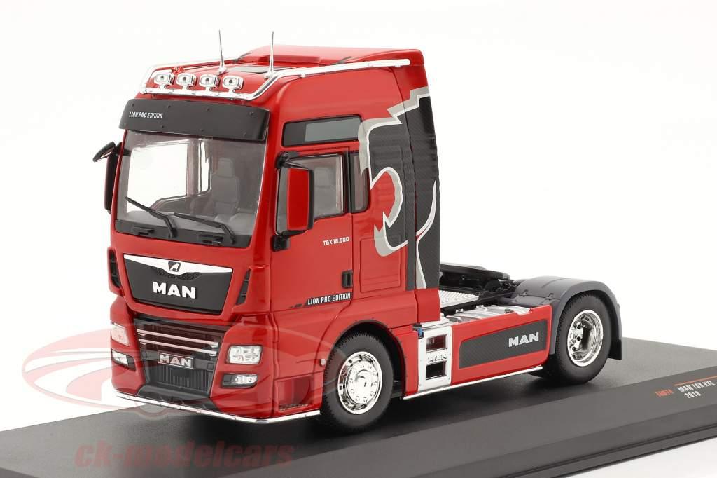MAN TGX XXL Lion Pro Edition bouwjaar 2018 rood 1:43 Ixo