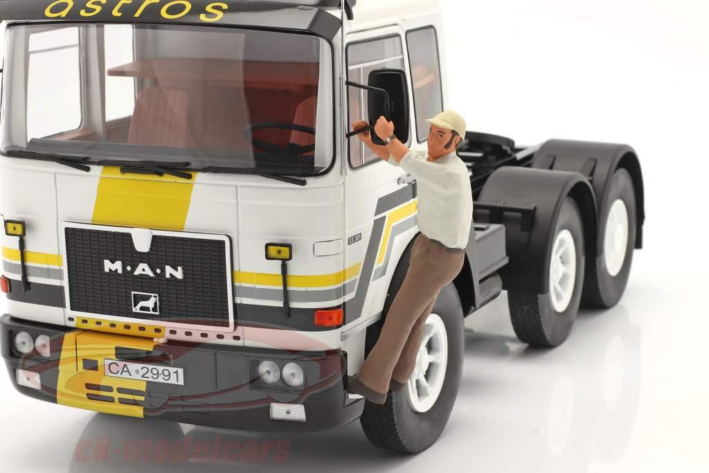 figuur Vrachtwagenchauffeurs Franz Aan naar de Treeplank staand 1:18 Road Kings