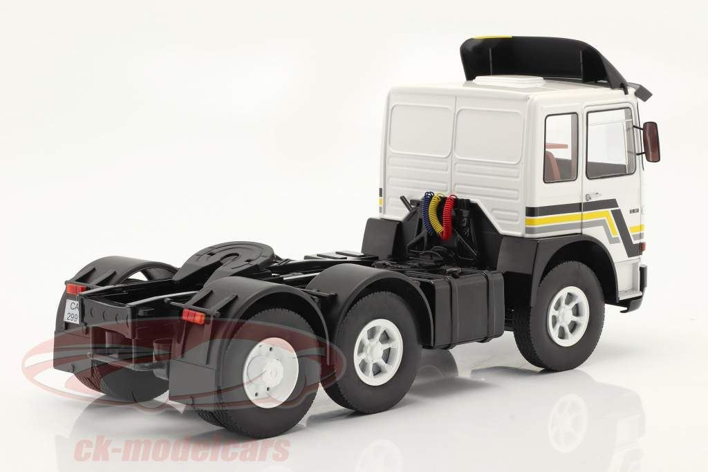 M.A.N. F8 22.361 Sattelzugmaschine Baujahr 1978 weiß / schwarz 1:18 Road Kings