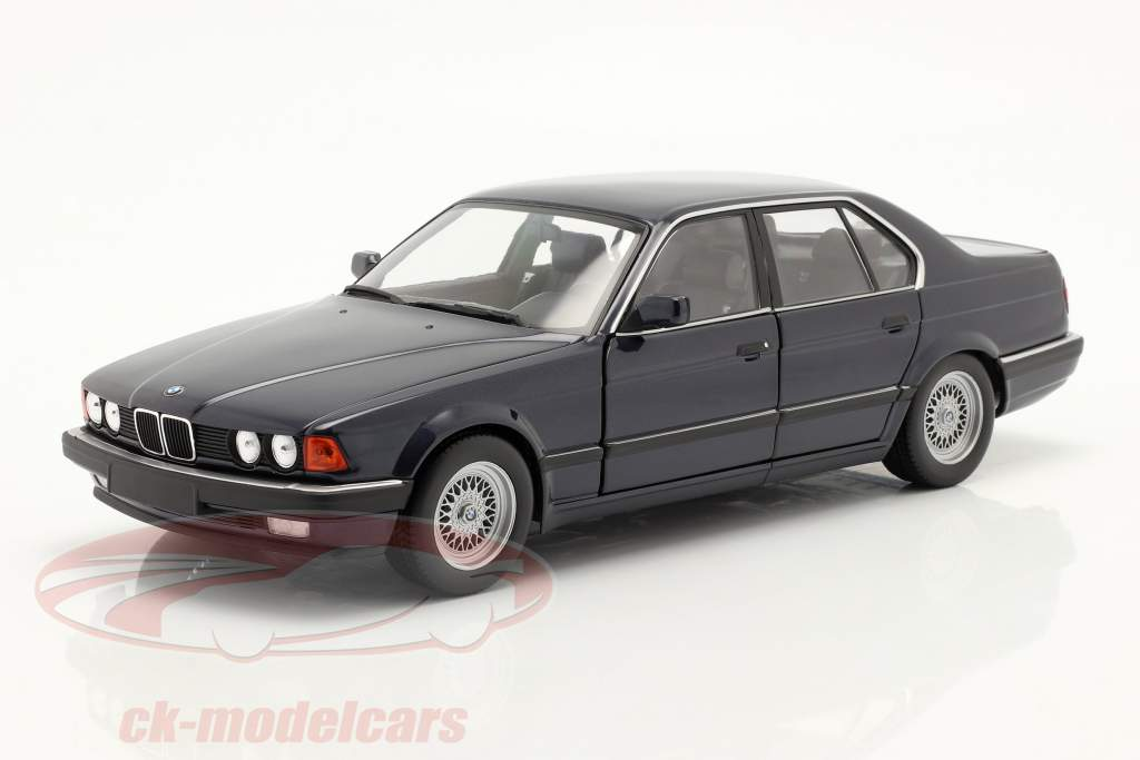 BMW 730i (E32) Byggeår 1986 mørkeblå metallisk 1:18 Minichamps