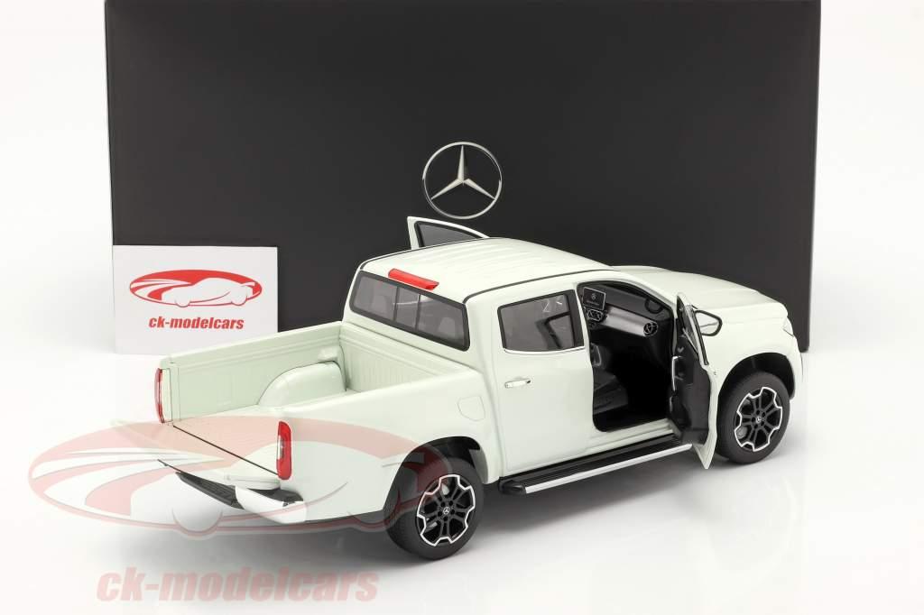 Mercedes-Benz X-クラス bering 白 1:18 Norev