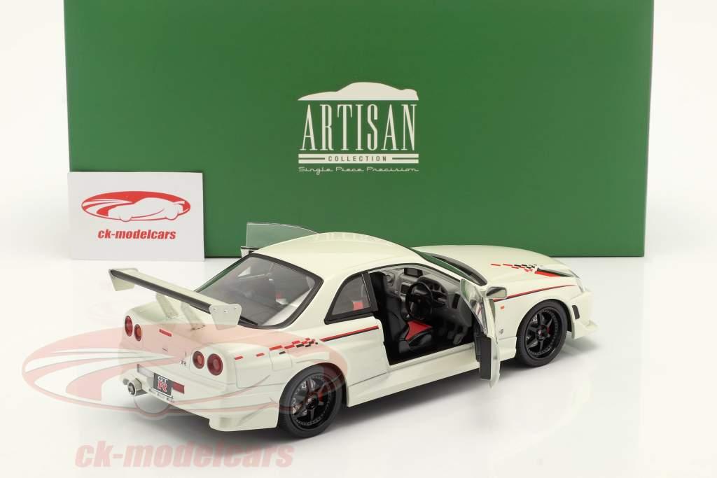 Nissan Skyline GT-R (BNR34) Baujahr 1999 perl weiß 1:18 Greenlight