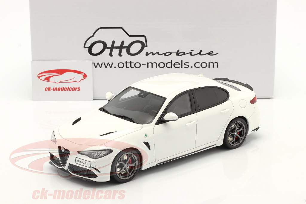 Alfa Romeo Giulia Quadrifoglio Baujahr 2019 weiß 1:18 OttOmobile