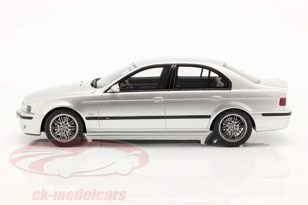 BMW E39 M5 insieme a grigio spazio interno Anno di costruzione 2002 titanio d'argento 1:18 OttOmobile