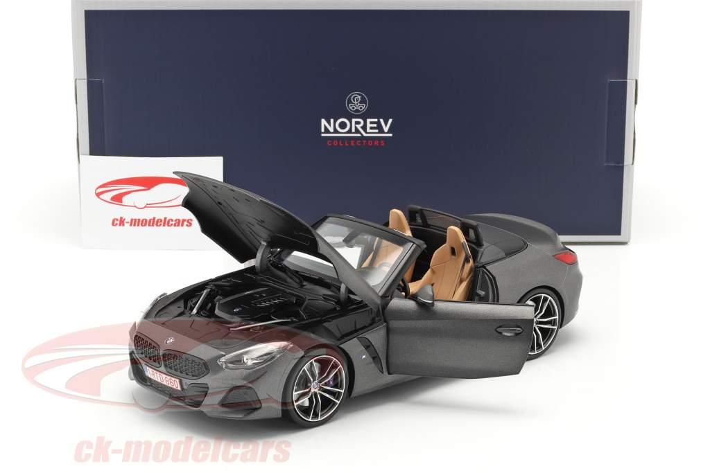 BMW Z4 (G29) Roadster Baujahr 2019 mattgrau metallic 1:18 Norev