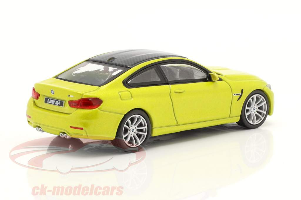 BMW M4 (F82) LHD austin amarelo metálico 1:64 TrueScale