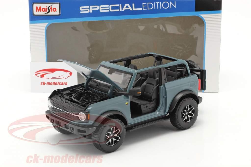 Ford Bronco Badlands (sin Puertas) Año de construcción 2021 gris azulado 1:18 Maisto