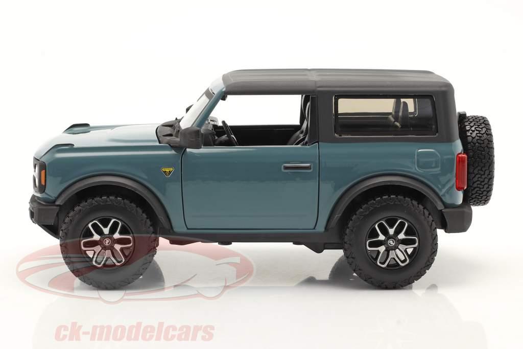 Ford Bronco Badlands 2-türig Baujahr 2021 graublau 1:24 Maisto