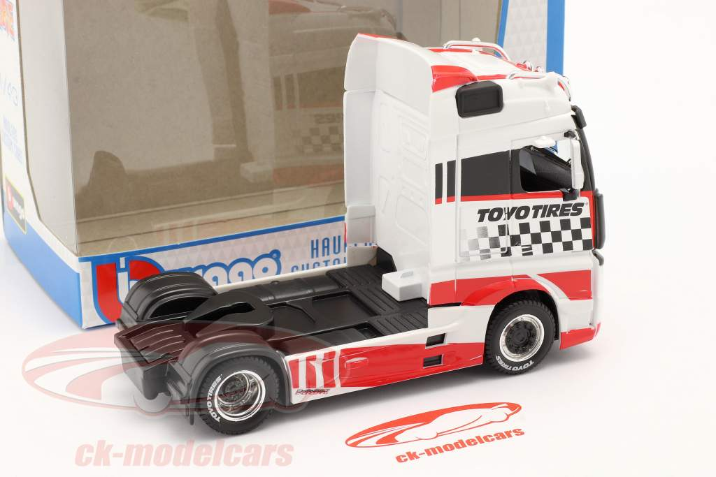 Mercedes-Benz Actros Gigaspace 4x2 Truck white / red 1:43 Bburago