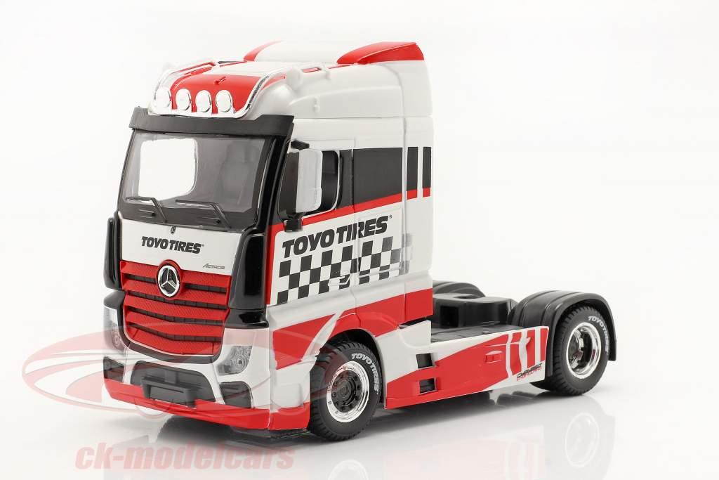 Mercedes-Benz Actros Gigaspace 4x2 Sattelzugmaschine weiß / rot 1:43 Bburago