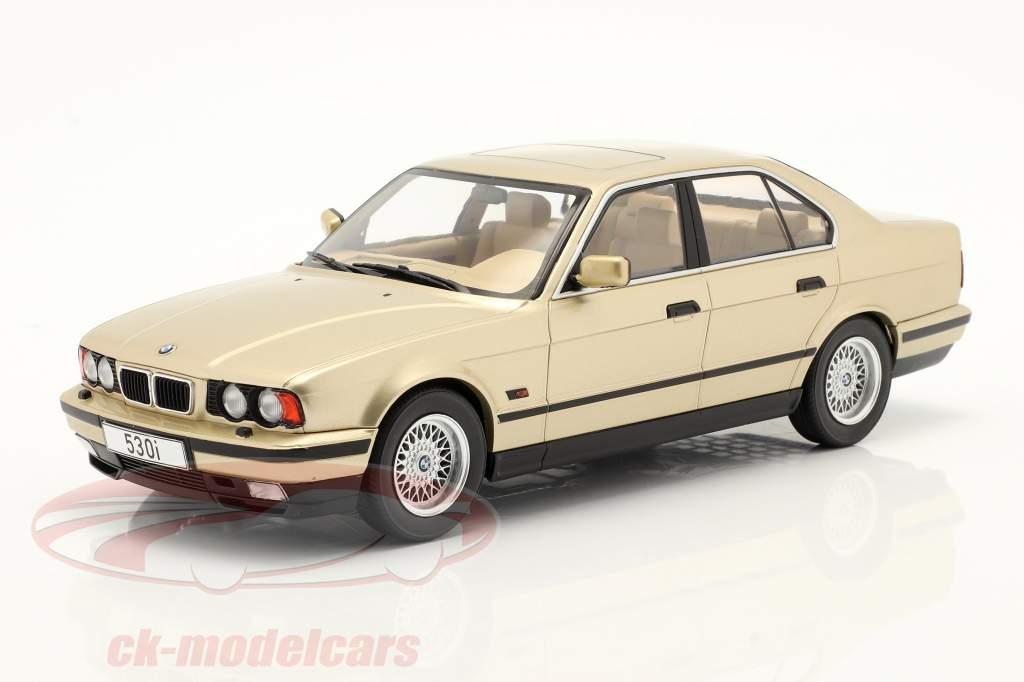 BMW 5er Serie (E34) Baujahr 1992 champagner metallic 1:18 Model Car Group