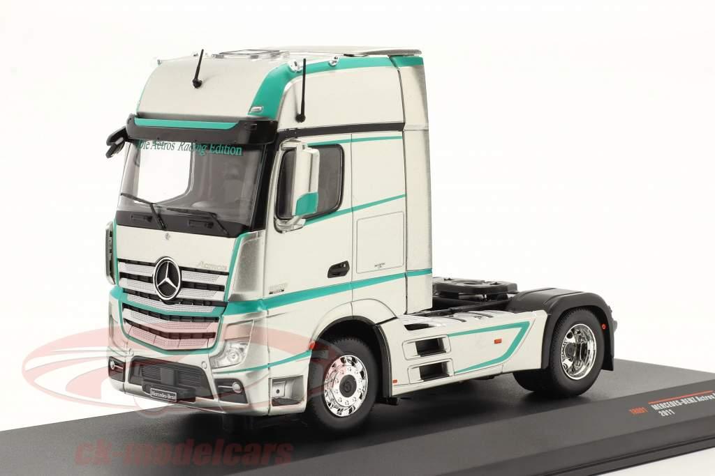 Mercedes-Benz Actros MP4 Sattelzugmaschine Baujahr 2011 silber 1:43 Ixo
