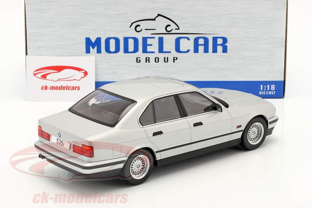 BMW 5 Series (E34) Année de construction 1992 argent 1:18 Model Car Group