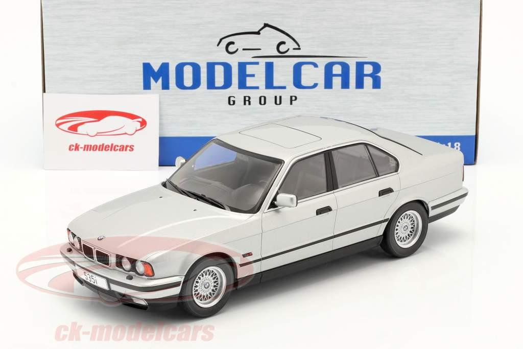 BMW 5er Serie (E34) Baujahr 1992 silber 1:18 Model Car Group