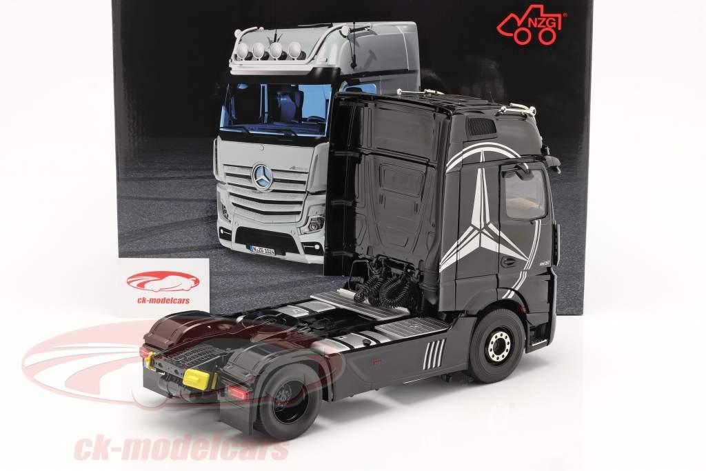 Mercedes-Benz Actros Gigaspace 4x2 SZM le noir avec Mercedes conception 1:18 NZG
