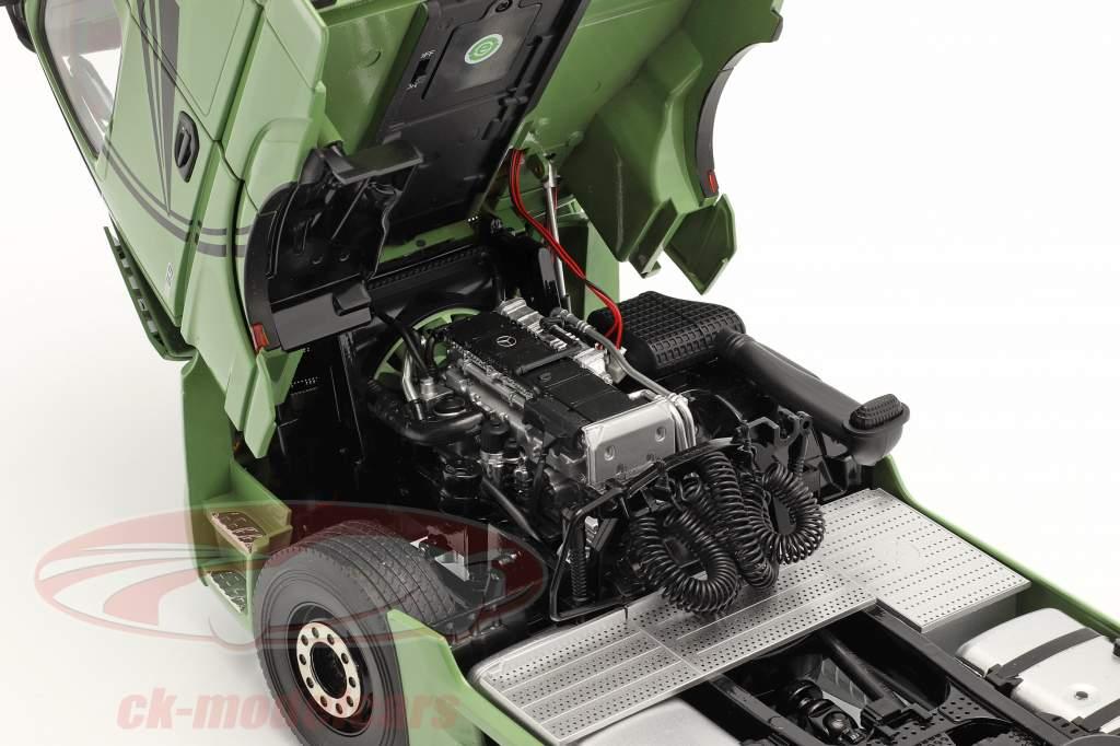 Mercedes-Benz Actros Gigaspace 4x2 SZM olive green 1:18 NZG